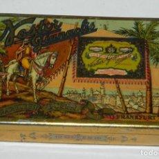 Cajas y cajitas metálicas: CAJA LITOGRAFIADA DE HOJALATA DE NESTOR GIANACLIS LID AU CAIRE CIGARETTES QUEEN EGYPTE, MIDE 7 X 4,5. Lote 159487170