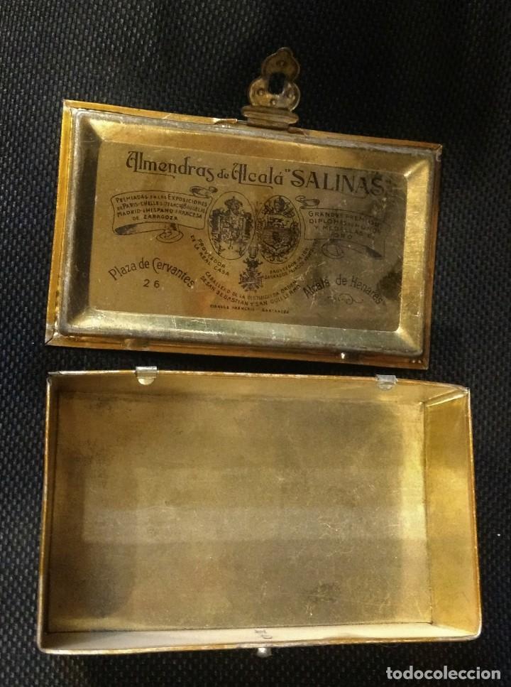 Cajas y cajitas metálicas: CAJA DE HOJALATA LITOGRAFIADA CON PUBLICIDAD DE ALMENDRAS DE ALCALA DE HENARES, SALINAS UNIVERSIDAD - Foto 4 - 159549350