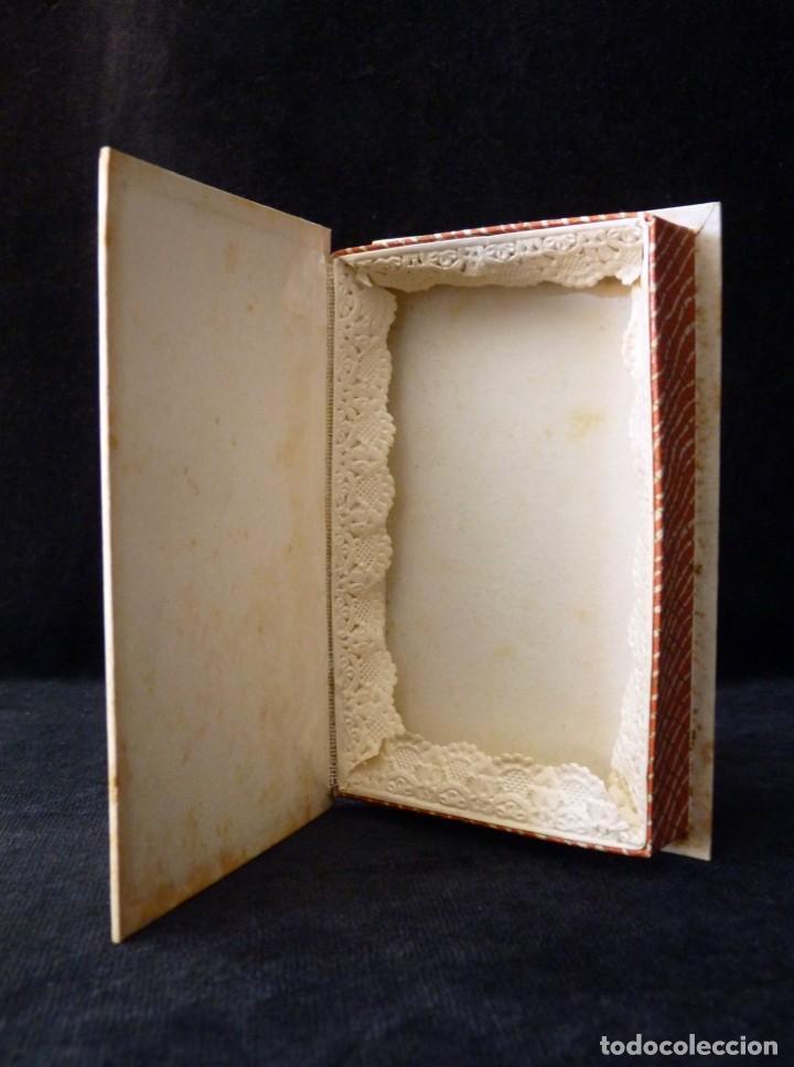 Cajas y cajitas metálicas: ANTIGUA Y BONITA CAJA DE CARTÓN DE CONFITERÍA, CON POSTAL FOLCLÓRICA, 13,5x9x3 cm. AÑOS 40 - Foto 3 - 161329282
