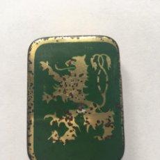 Cajas y cajitas metálicas: RARA CAJITA METALICA GRAMOFONO CON ESCUDO DE DRAGON VERDE. Lote 162912196