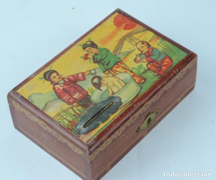 Cajas y cajitas metálicas: CAJA DE MADERA, ESTUCHE, PLUMIER, HUCHA, PINTADA CON MOTIVOS ORIENTALES, MIDE 14 X 9 X 5 CMS. - Foto 2 - 163710678