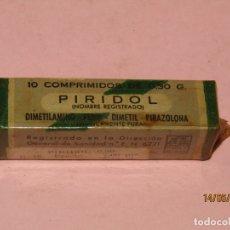 Cajas y cajitas metálicas: ANTIGUA CAJA DE FARMACIA MEDICINA 10 COMPRIMIDOS EN TUBO DE CRISTAL PIRIDOL LABORATORIOS ABELLÓ. Lote 164205426