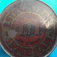Cajas y cajitas metálicas: LATA ANTIGUA ESTERILIZADOS IRMESAN. Lote 165790413