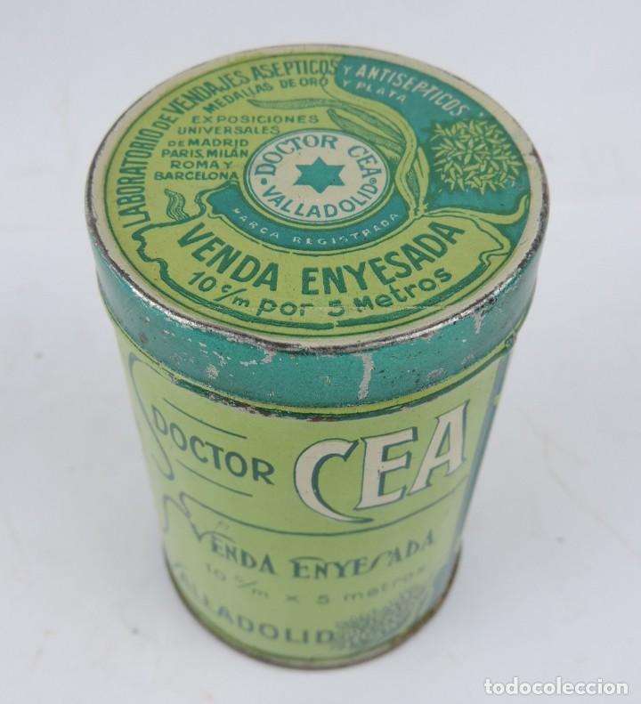 CAJA LITOGRAFIADA DEL DOCTOR CEA, VALLADOLID, FARMACIA, VENDA ENYESADA, MIDE 10 X 6,5 CMS. (Coleccionismo - Cajas y Cajitas Metálicas)