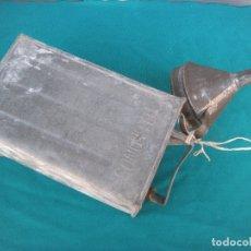 Cajas y cajitas metálicas: LATA PARA GASOLINA TELÉFONOS. Lote 166644990