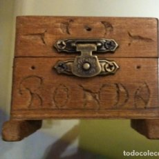 Cajas y cajitas metálicas: GRACIOSA CAJA TIPO COFRE EN MADERA, RECUERDO DE RONDA MEDIDAS 62 X 50 X 43MM. Lote 169067988