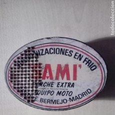 Cajas y cajitas metálicas: CAJA METALICA DE PARCHES MOTO BICICLETA DE E, BERMEJO DE MADRID SAMI PARCHE EXTRA. Lote 169680321