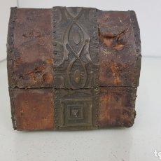 Cajas y cajitas metálicas: BAÚL COFRE DE MADERA CON INSERCIONES METALICAS MEDIDAS 10X 7 X 10 CENTÍMETROS. Lote 172632730
