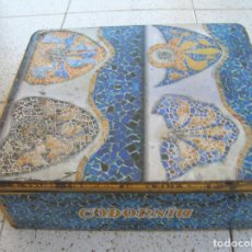 Cajas y cajitas metálicas: CAJA DE LATA DE CAVA CODORNIU ANTIGUA MIDE 35 X 11 X 30 ANCHO LATERAL. Lote 172901183