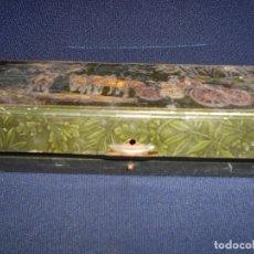 Cajas y cajitas metálicas: ANTIGUA CAJA DE GALLETAS DE LATA HOJALATA HUNTLEY AND PALMERS - BISCUIT MANUFATURES. Lote 173050498