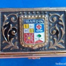 Cajas y cajitas metálicas: CAJA PASTILLERO DE METAL CON EL ESCUDO DE IBARDIN.. Lote 173290183