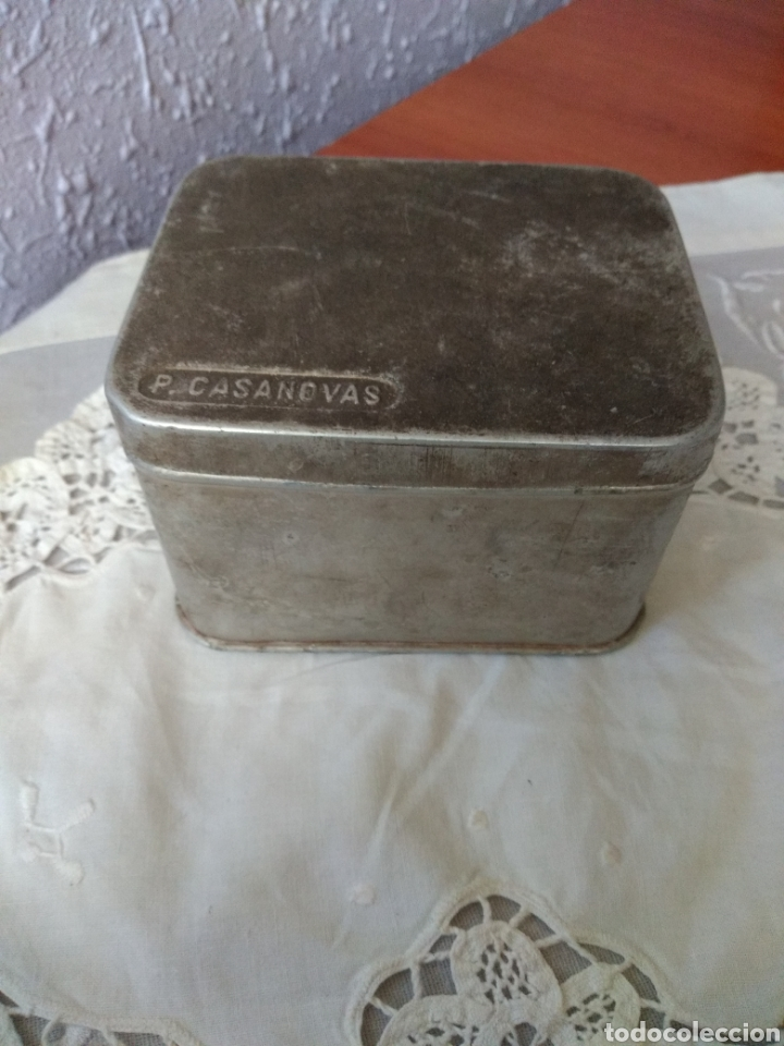 CAJA ALUMINIO ( FARMACIA , P. CASANOVAS , TAMAÑO GRANDE ). MÁS ARTÍCULOS ANTIGUOS EN MI PERFIL. (Coleccionismo - Cajas y Cajitas Metálicas)