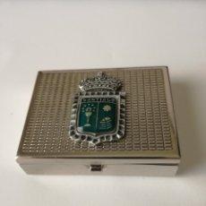 Cajas y cajitas metálicas: PASTILLERO METAL CON ENTRAMADO GUILLOCHÉ CON ESCUDO DE SANTIAGO 4,5 CM X 3,5 CM. EXCELENTE ESTADO. Lote 176639080