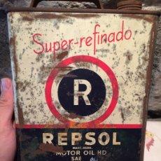 Cajas y cajitas metálicas: ANTIGUA LATA DE ACEITE MARCA REPSOL MOTOR OIL HD SUPER REFINADO AÑOS 50-60. Lote 176845608