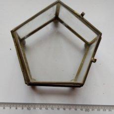 Cajas y cajitas metálicas: CAJA CRISTAL FORMA PENTÁGONO. Lote 177104122