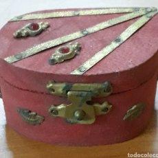 Cajas y cajitas metálicas: CAJITA DECORADA MADERA Y LATON. Lote 177832253