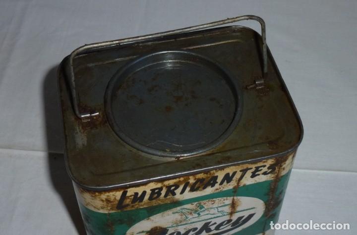 Cajas y cajitas metálicas: Antigua lata de Lubricantes Jockey. - Foto 2 - 178672186