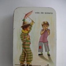 Cajas y cajitas metálicas: CAJA LATA LITOGRAFIADA NIÑOS CARAMELOS NATA Y MOKA VDA. DE SOLANO AÑOS 70. Lote 179096050