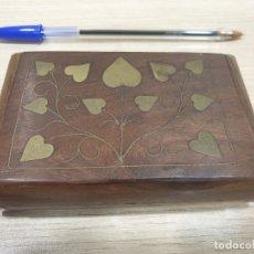 Cajas y cajitas metálicas: CAJITA DE MADERA CON INCRUSTACIONES DE METAL. Lote 179170756