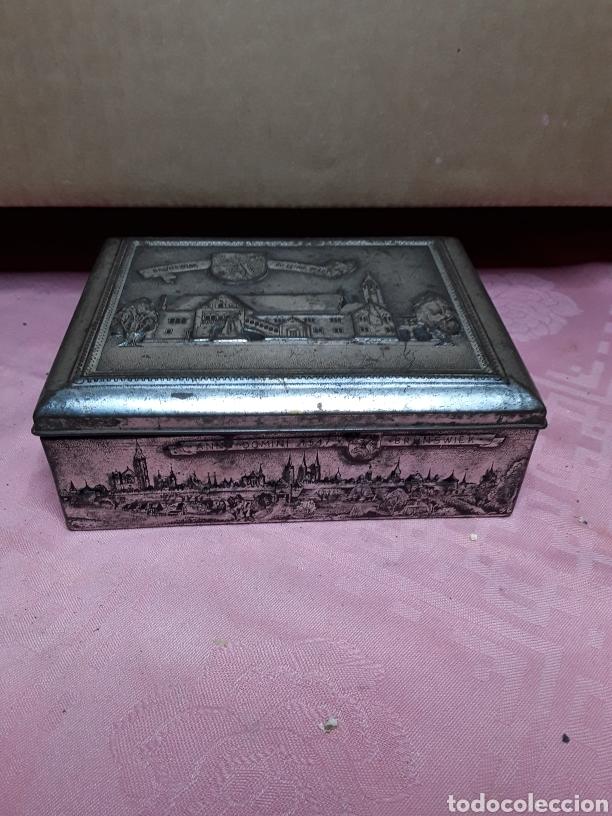 CAJA DE CHAPA CON RELIEVES (Coleccionismo - Cajas y Cajitas Metálicas)