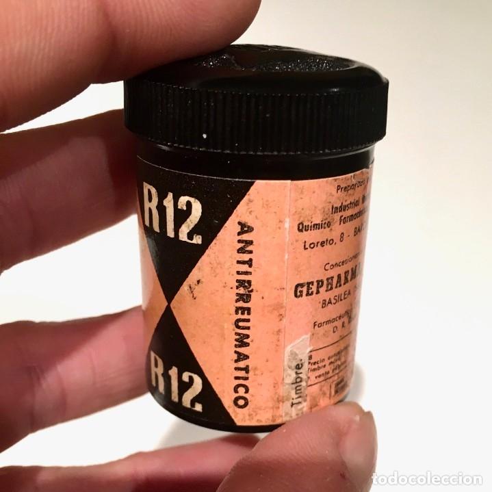 Cajas y cajitas metálicas: Farmacia R12 Bote de baquelita con pastillas de INIBSA analgésico, Barcelona años 60 - Foto 4 - 181625267