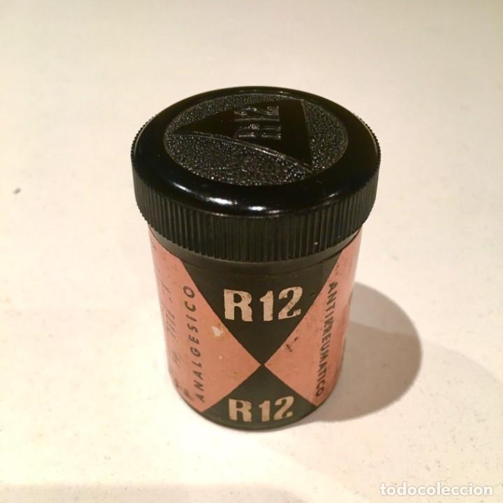 Cajas y cajitas metálicas: Farmacia R12 Bote de baquelita con pastillas de INIBSA analgésico, Barcelona años 60 - Foto 6 - 181625267