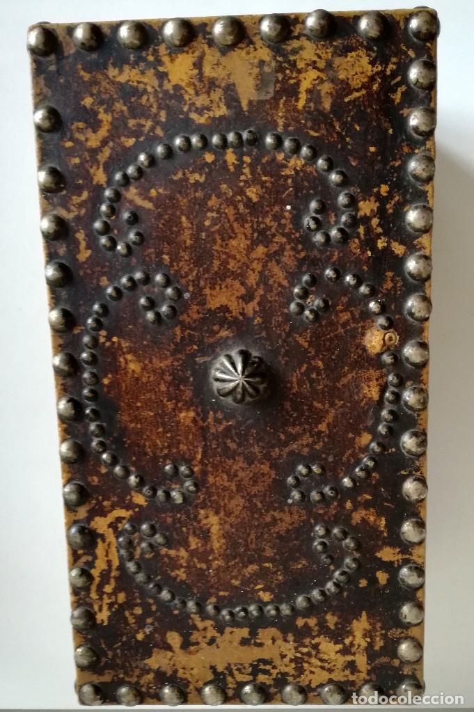 Cajas y cajitas metálicas: Antigua caja joyero cofre madera tachuelas remaches interior terciopelo sin carcoma - Foto 6 - 182164526