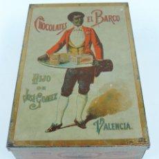Cajas y cajitas metálicas: ANTIGUA CAJA DE HOJALATA LITOGRAFIADA, CON PUBLICIDAD DE CHOCOLATES EL BARCO, HIJO DE JOSE GOMEZ, VA. Lote 182453106