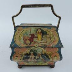 Cajas y cajitas metálicas: CAJA TIPO CABAS, TIN BOX HUNTLEY & PALMERS, BISCUITS, LONDON, MIDE 17 X 17 CMS.. Lote 182968548