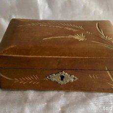 Cajas y cajitas metálicas: CAJA JOYERO COSTURERO LABORES DE MADERA CON ESPEJO. Lote 183383157