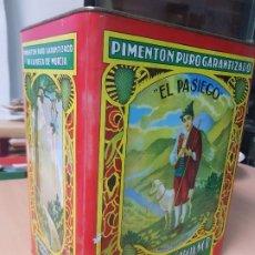 Cajas y cajitas metálicas: ANTIGUA GRAN CAJA HOJALATA PIMENTON EL PASIEGO ESPINARDO MURCIA. Lote 183828821
