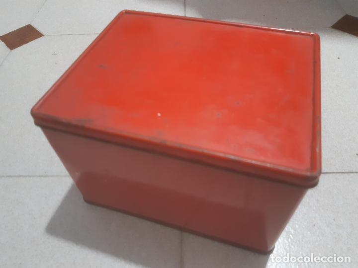 Cajas y cajitas metálicas: CAJA DE LATA ROJA LISA 20 x 16 x 13 CMS. - Foto 2 - 184137735