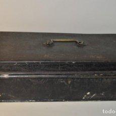 Cajas y cajitas metálicas: CAJA DE CAUDALES DE METAL CON COMPARTIMENTOS - CAJA DE SEGURIDAD - CAJA FUERTE - PP. SIGLO XX. Lote 184285665