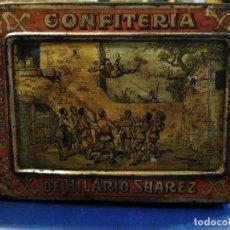 Cajas y cajitas metálicas: CAJA DE LATA, CONFITERÍA DE HILARIO SUÁREZ BIZCOCHOS. GUADALAJARA. ESCENAS DEL QUIJOTE. CERVANTES. . Lote 184334602