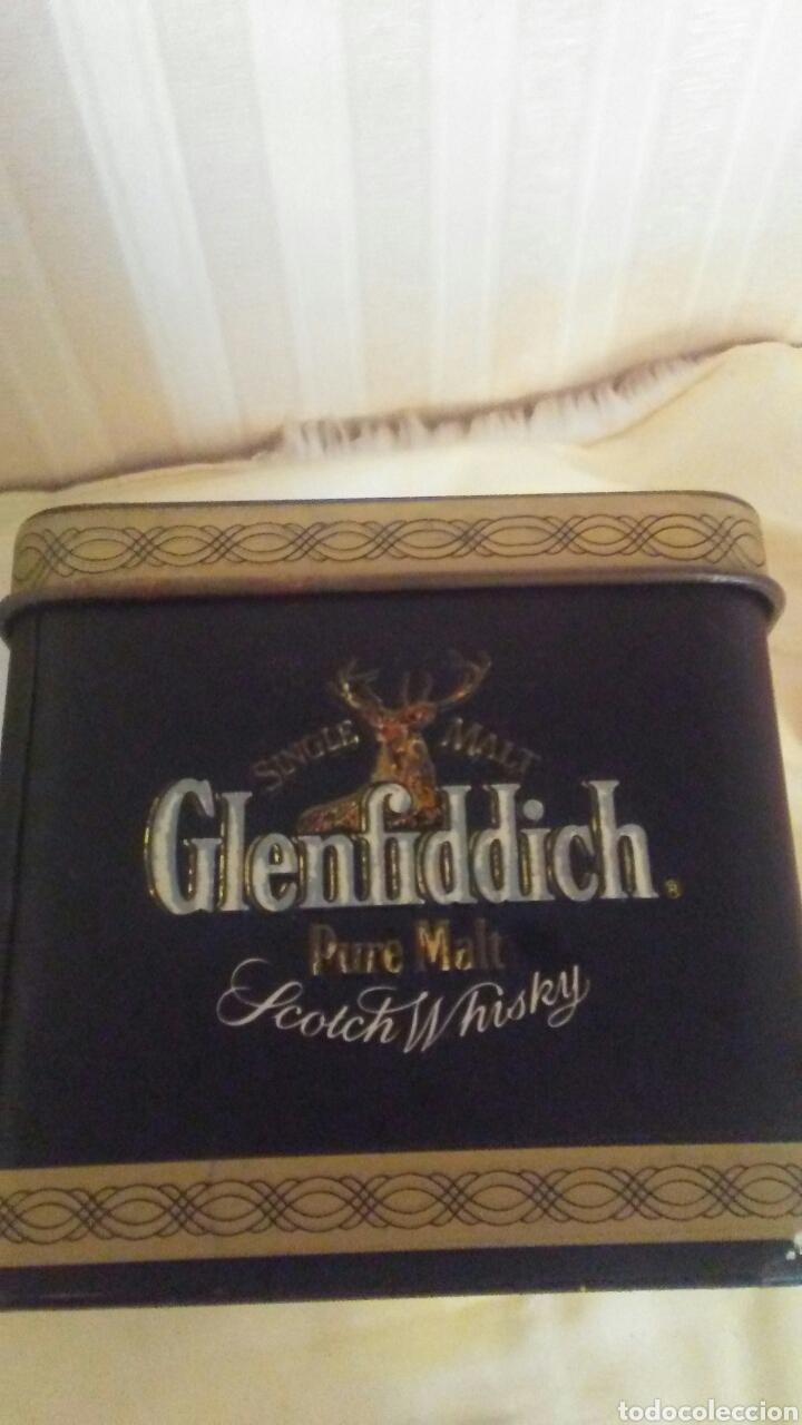 Cajas y cajitas metálicas: Caja de hojalata Whisky Glenfiddich,mide32x9x9,es de los años 70 - Foto 3 - 184535421