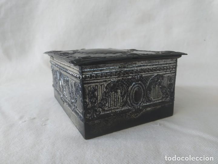 Cajas y cajitas metálicas: CAJA CHAPA - HOJALATA EN RELIEVE - REPUJADA - AÑOS 20/30 - Foto 3 - 187094033