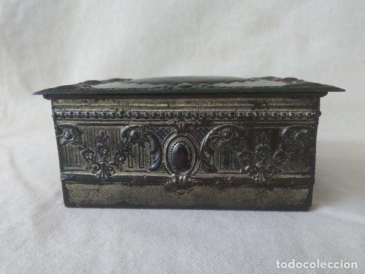 Cajas y cajitas metálicas: CAJA CHAPA - HOJALATA EN RELIEVE - REPUJADA - AÑOS 20/30 - Foto 4 - 187094033
