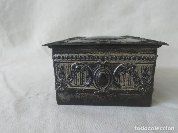 Cajas y cajitas metálicas: CAJA CHAPA - HOJALATA EN RELIEVE - REPUJADA - AÑOS 20/30 - Foto 5 - 187094033