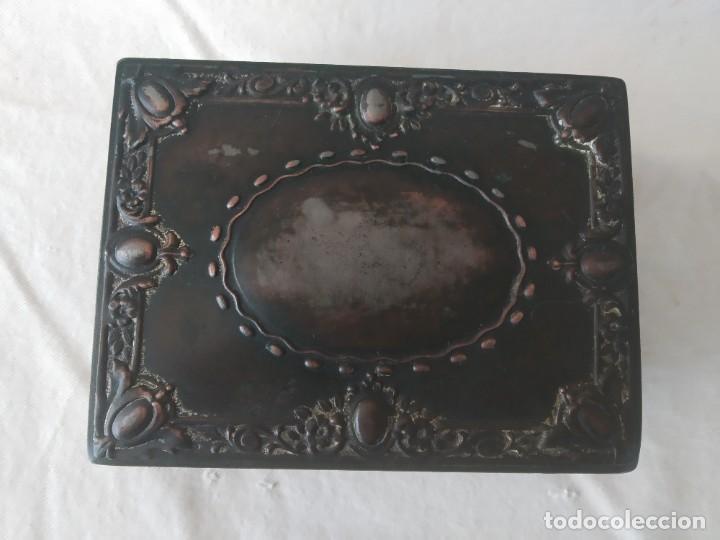 Cajas y cajitas metálicas: CAJA CHAPA - HOJALATA EN RELIEVE - REPUJADA - AÑOS 20/30 - Foto 6 - 187094033