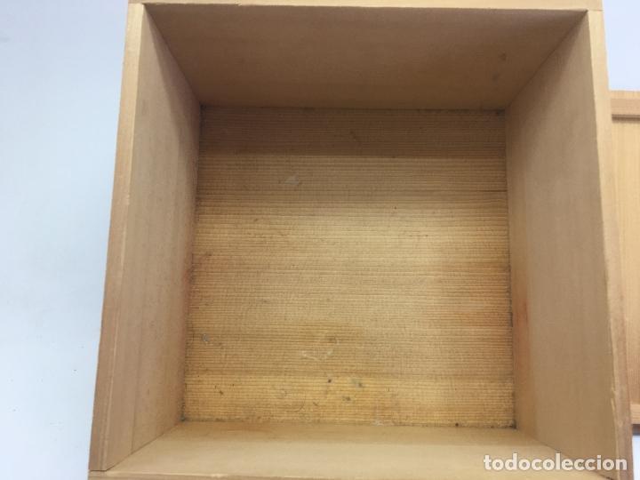 Cajas y cajitas metálicas: CAJA MADERA CON LITOGRAFIA DE LETRAS ASIATICAS - MIDE 22,50 X 22,50 X 13,50 CM. - Foto 7 - 187180135