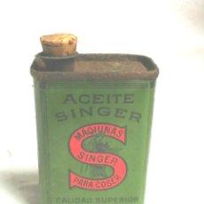 Cajas y cajitas metálicas: LATA ACEITE MAQUINAS DE COSER SINGER. MED. 5 X 3,50 X 8 CM. Lote 187330276
