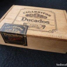 Cajas y cajitas metálicas: ANTIGUA CAJA MADERA-DUCADOS-50 CIGARRITOS DUCADOS CAPA SUMATRA. Lote 188781550