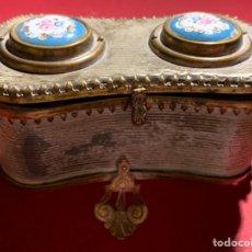 Cajas y cajitas metálicas: MAGNÍFICA CAJA NAPOLEON III EN BRONCE Y PORCELANA DE SEVRES. FINALES SIGLO XIX. MUY BUEN ESTADO. Lote 189615137