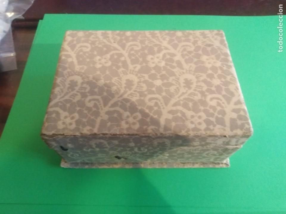 ANTIGUA CAJA DE CARTÓN CON SOBRES REF 0171 (Coleccionismo - Cajas y Cajitas Metálicas)