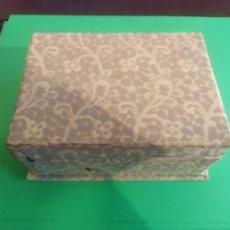 Cajas y cajitas metálicas: ANTIGUA CAJA DE CARTÓN CON SOBRES REF 0171. Lote 192143870