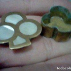 Cajas y cajitas metálicas: TREBOL NACAR METAL TONO BRONCE 3 CMS ALTO CAJITA PASTILLERO O SIMILAR MUY BONITO. Lote 192261061