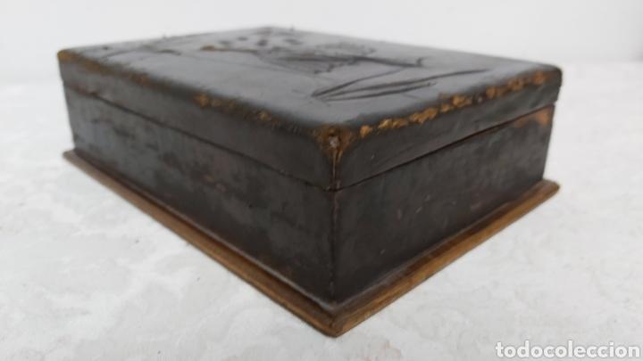Cajas y cajitas metálicas: CAJA MADERA Y PIEL REPUJADA PP. S.XX FAYANS CATALAN BARCELONA - Foto 4 - 192748623