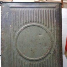 Cajas y cajitas metálicas: LATA HOJALATA GRANDE DE CONFETERIA CON GRABADOS . Lote 193276910