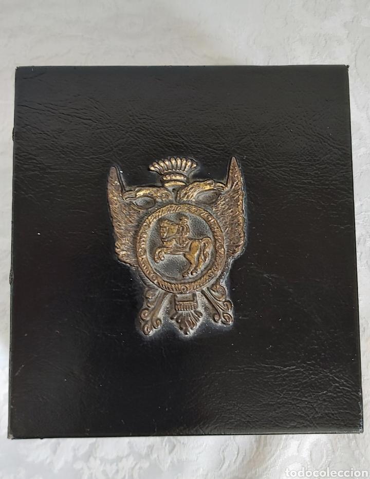 Cajas y cajitas metálicas: CAJA DE MADERA FORRADA DE PIEL CON ESCUDO DE METAL - Foto 3 - 193854918