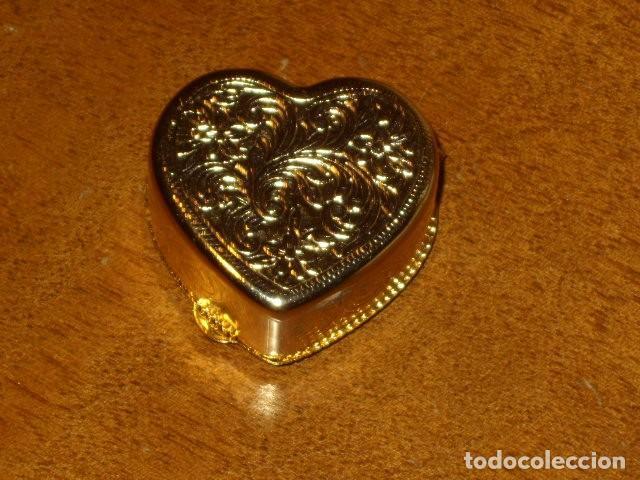 Cajas y cajitas metálicas: CAJA PASTILLERO CON IMAGEN ROMANTICA EN PORCELANA,CREO QUE LIMOGES!! - Foto 2 - 194241856